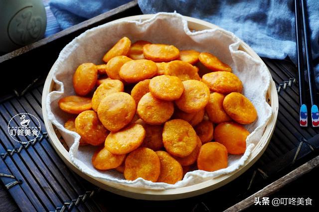 红薯新吃法 加上这2样做成小零食 比饼干还要香