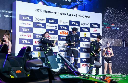 2019 亚洲赛车电子竞技大师赛收官 韩寒和车迷在线飙车微信红包