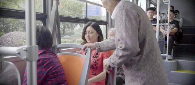 公交车不给老人让座