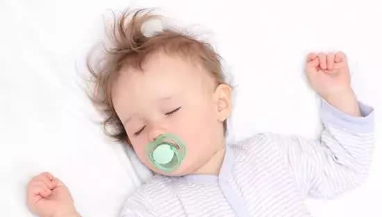 趴着睡危险太大,侧着睡头型不好看?这份婴儿睡姿攻略请收好