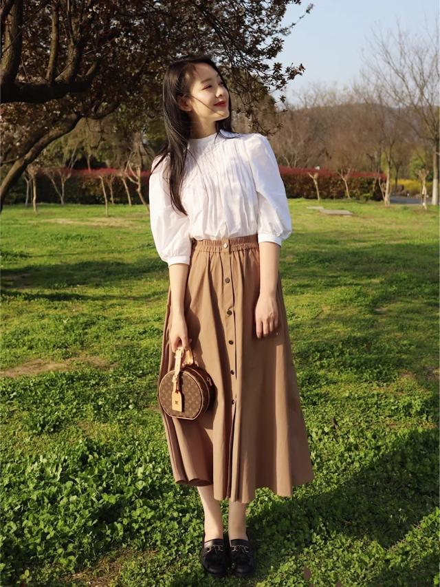 喜欢穿裙子的你在寒冬搭上这条打底裤,不仅时髦保暖还能穿出韩范