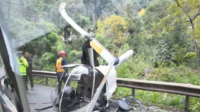 一架飞机坠落四川峨眉山风景区 机内两人并无大碍