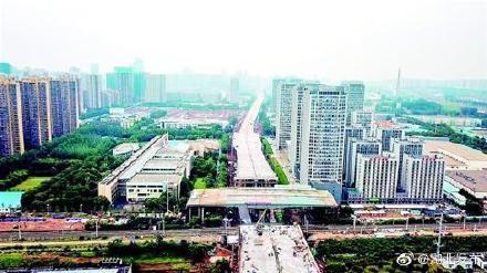 武汉光谷大道高架工程成功转体