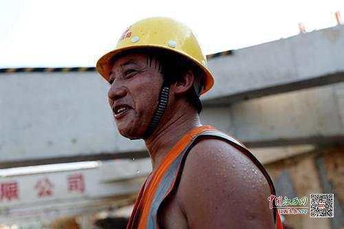 烈日汗水农民工