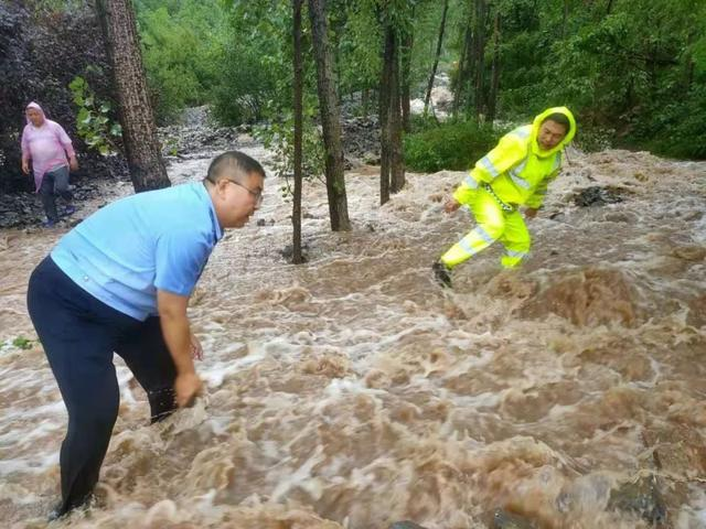 【聚焦】暴雨来袭,突发泥石流!阳城公安全力参与抗洪抢险救援 .......-第7张图片-河津科技资讯网