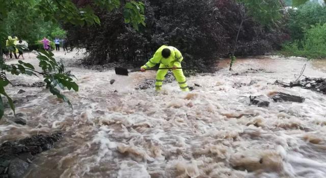 【聚焦】暴雨来袭,突发泥石流!阳城公安全力参与抗洪抢险救援 .......-第8张图片-河津科技资讯网