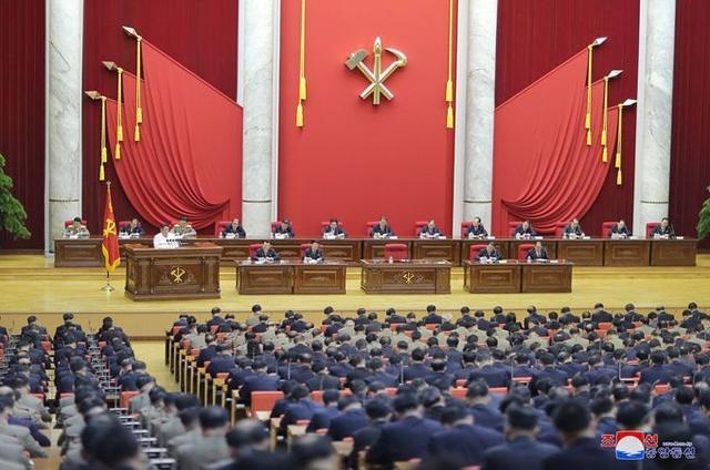 朝鲜涉外防疫放宽,俄驻朝使馆人员隔离一个月后获允许逛商店