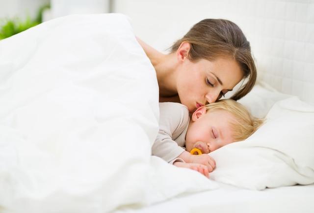 宝宝睡觉总让抱,教你一招,轻松戒掉宝宝抱睡习惯