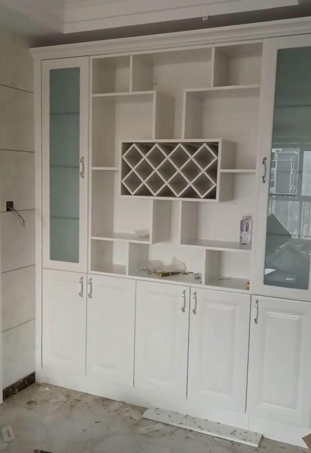 客厅怎样设置酒柜更好看?看看这五款装修设计方案