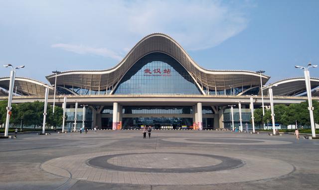 武汉火车站夜景图片