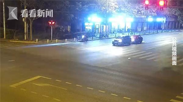酒后撞车逃逸 怼上信号灯后自己报警了