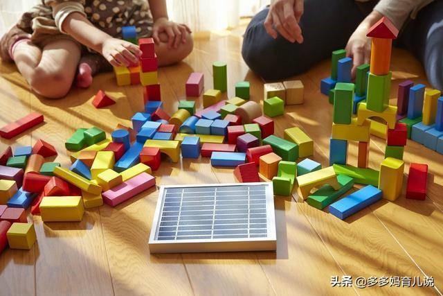 孩子总是抢小伙伴的玩具,父母拿他也没办法?因为方向搞错了