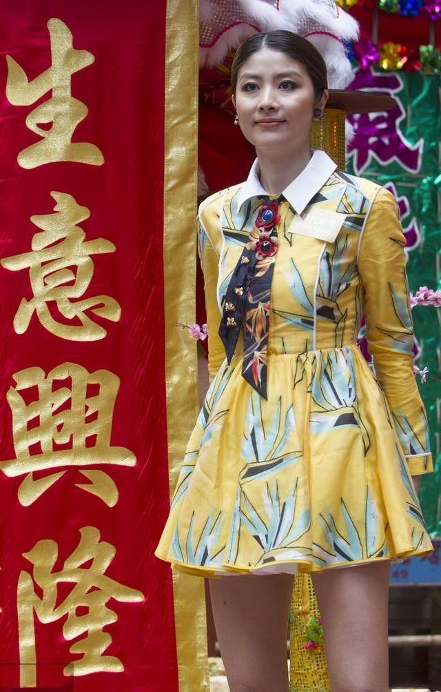 """陈慧琳太会扮嫩,穿""""荷叶裙""""甜美如少女,一点不像快50岁的女人"""