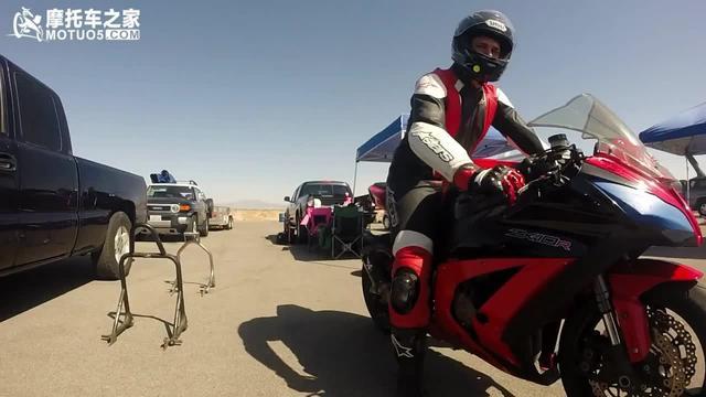 公路赛摩托车