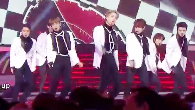 跨年歌会,EXO压轴演唱TEMPO,现场的反应不愧是天团
