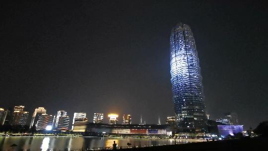 """郑州新区郑州国际会展中心""""大玉米""""夜景灯光秀"""
