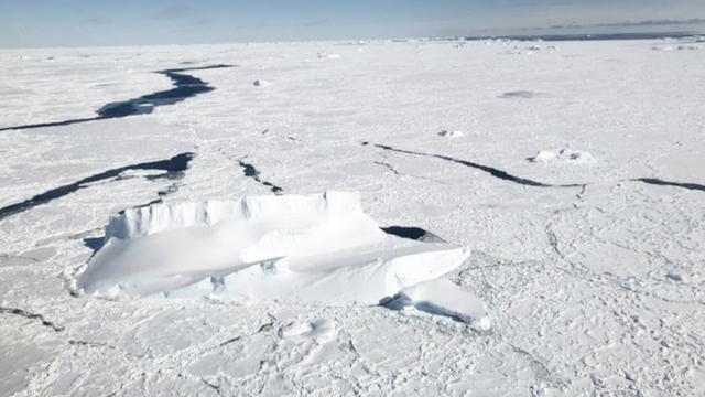 南极冰川出现30公里裂缝 巨型冰山即将诞生(图)-中新网