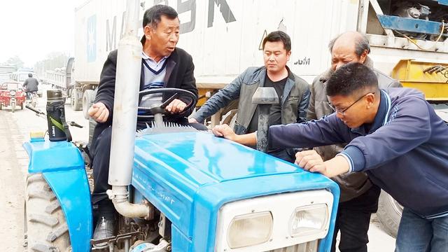实拍二手农机交易市场,这种拖拉机车主低于8000不卖,能成交吗?