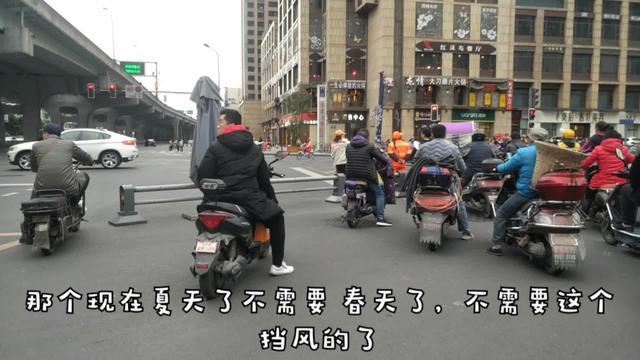春日Vlog:媳妇儿公司发了很多福利,我去接她,把小伙累惨了~