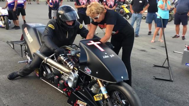 机械增压 超大排量的摩托车趴赛