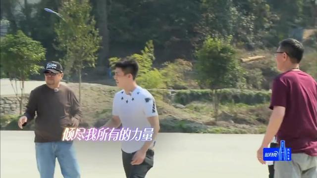 杜淳投篮帅气只为乔恩,陈乔恩:我对打篮球没兴趣,尴尬了