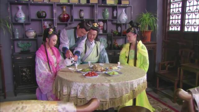 活佛济公:贾明把俩妖精带回家,想灌醉她们,不料差点就漏泄了
