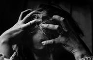 印度74岁老太胃疼卧病在床,男子前来探望将其强奸还称为其治病