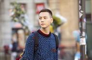 陈伟霆剪了寸头至少减龄10岁?蓝色毛衣搭配黑色长裤,男人味爆棚