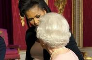 """别以为只有前美国第一夫人对女王做过""""无礼""""动作,这4位也有过"""