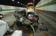 「突发」长江隧道内发生两车追尾事故,有人员受伤