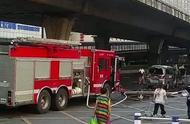 顾财不顾命?车辆自燃,妻子下车先抢救货物,导致爆燃!丈夫被困,全身烧伤60%