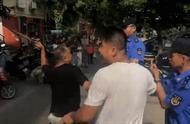 江苏无锡:一家三口围攻无锡城管,指着鼻子辱骂,被拘了
