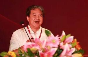 他去年每周赚6亿,公司还没上市就已是香港财富前三大!