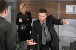 """领导和你关系再好,你也要憋着不说4种""""私话"""",后果会很严重"""