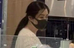 王祖贤超市被偶遇!穿针织配低马尾超气质,戴口罩也难掩女神美貌
