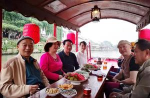 老娘舅李九松,在无锡南下塘游船听戏,最后竟去了阿福茶馆吃晚饭