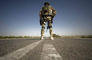 动员多国打伊朗,美却霉运不断,装甲车队被袭,国内也突发惨案