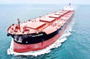 40万吨巨轮横穿大洋,排水量接近7艘辽宁舰,中国一次就下水两艘