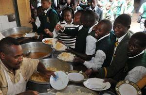 联合国:全球8.21亿人处于饥饿中 9个人就有1人在挨饿