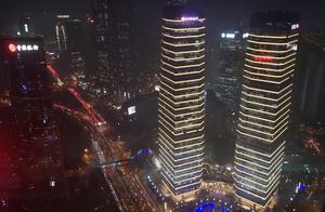上海的东方明珠,上面可以俯瞰上海!
