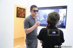 """李亚鹏被曝新恋情后,现身黄雅莉""""借光计划"""",精神爽朗笑容灿烂"""