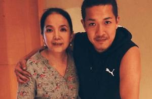31岁张博宇晒与吕丽萍合影,母子同框好温馨
