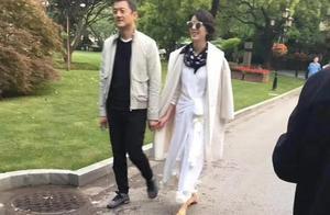 李亚鹏女友微博被扒,乐队主唱,月入3万,气质和王菲神似