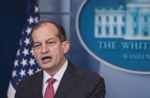 卷入亿万富豪爱泼斯坦性侵丑闻,美国劳工部长辞职下台