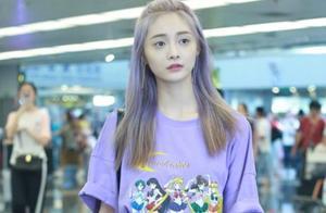 看惯了周洁琼的黑长直,当她换了染了紫色发色,错认成程潇