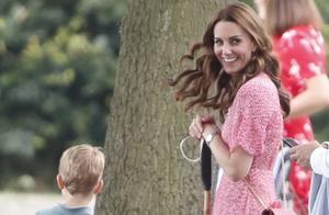 平民王妃带娃同框:凯特带三娃游刃有余,梅根抱阿奇满脸不情愿