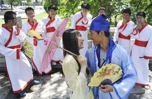 5·20真心话大冒险 中国大学生八成有过暗恋,近半数不愿表白