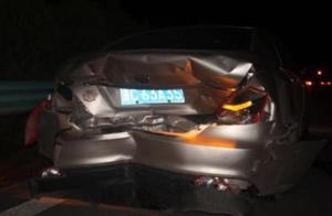 心疼!出院回家路上遇车祸,又被抬回医院……