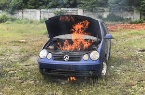 """中国江西网""""汽车实验室""""教你如何正确面对小车自燃"""