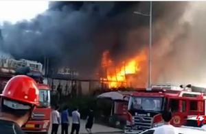 广安一楼盘在建工地发生大火 未造成人员伤亡